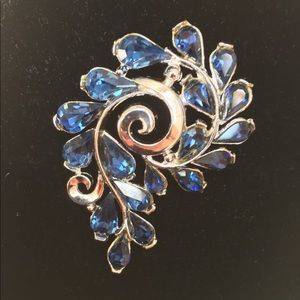 Vintage Crown Trifari Signed BlueSilver Brooch Pin